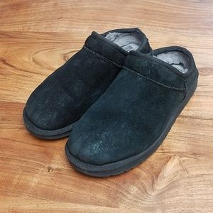 58d76d33c00 UGG Shoes - UGG Women s Suede Classic Slipper 1009249